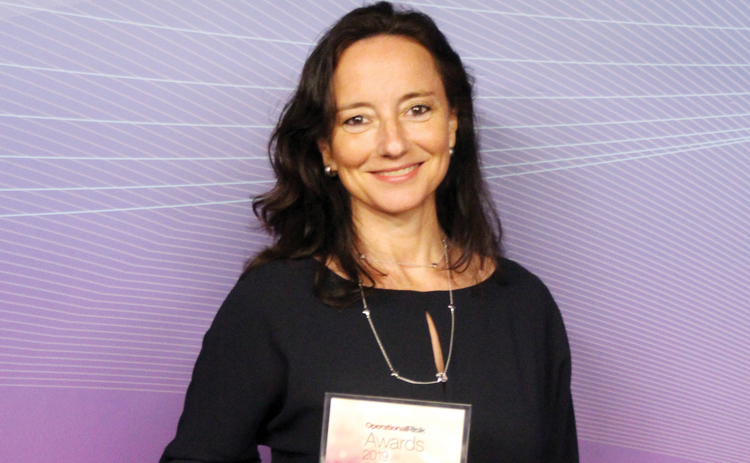 Ariane Chapelle with award 2019.jpg