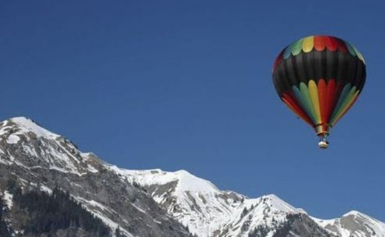 switzerland-alps-hot-air-balloon-floating-over-mountains