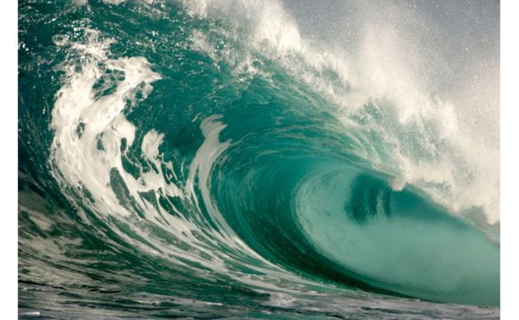 turquoise-blue-foamy-curling-wave
