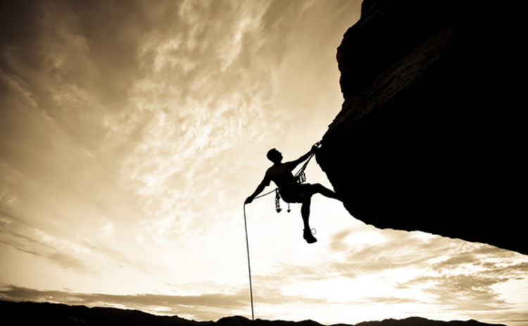 rock-climber-rappelling-6206976