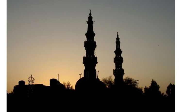 mosque-silhouette-at-dusk