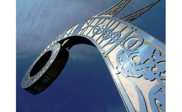 isle-of-man-iron-statue-of-viking-ship-closeup