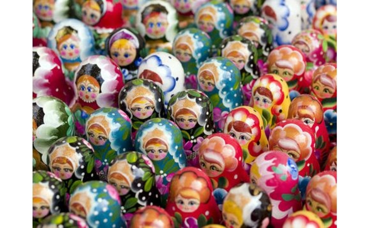crowd-of-many-russian-matryoshka-dolls-toys