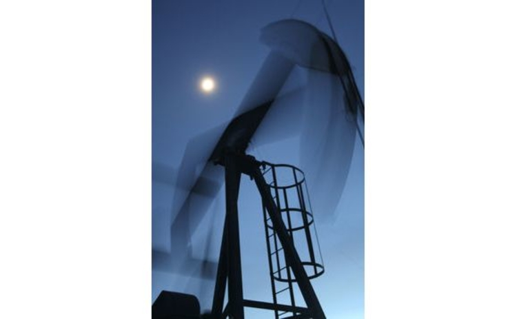 canada-alberta-oil-rig-in-action-blurred-at-night-with-moon