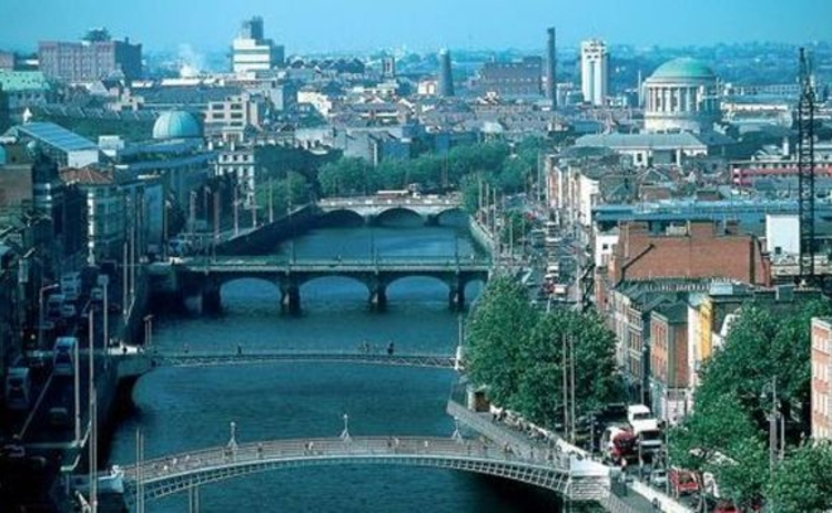 dublin-daytime-cityscape-looking-down-river-liffey