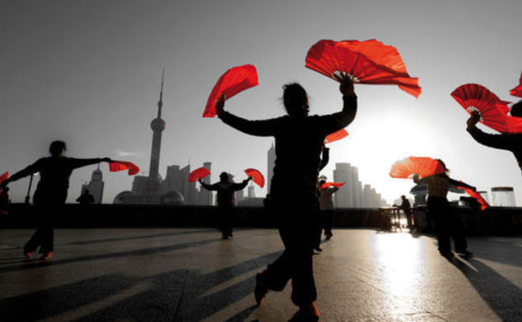 silhouettes-dancing-ladies-in-china-waving-red-fans