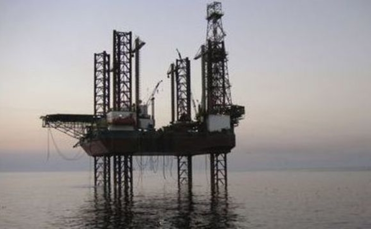 Oil rig in Iranian waters